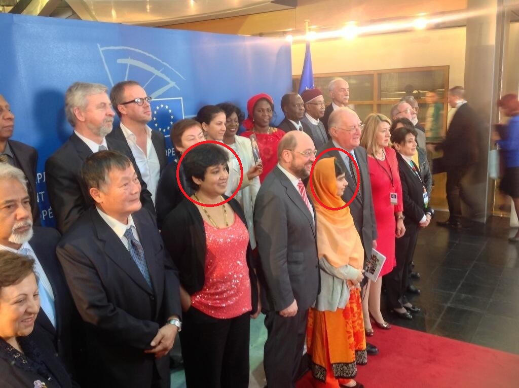 malala-yusufzai-with-taslima-nasreen-at-a-ceremony-in-europe-a